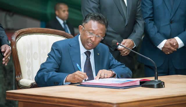 Signature-lutte-contre-la-corruption